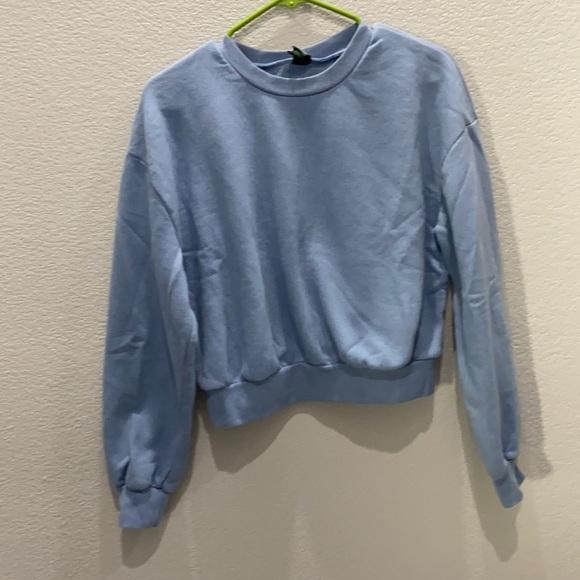 Wild Fable cropped blue sweatshirt size large